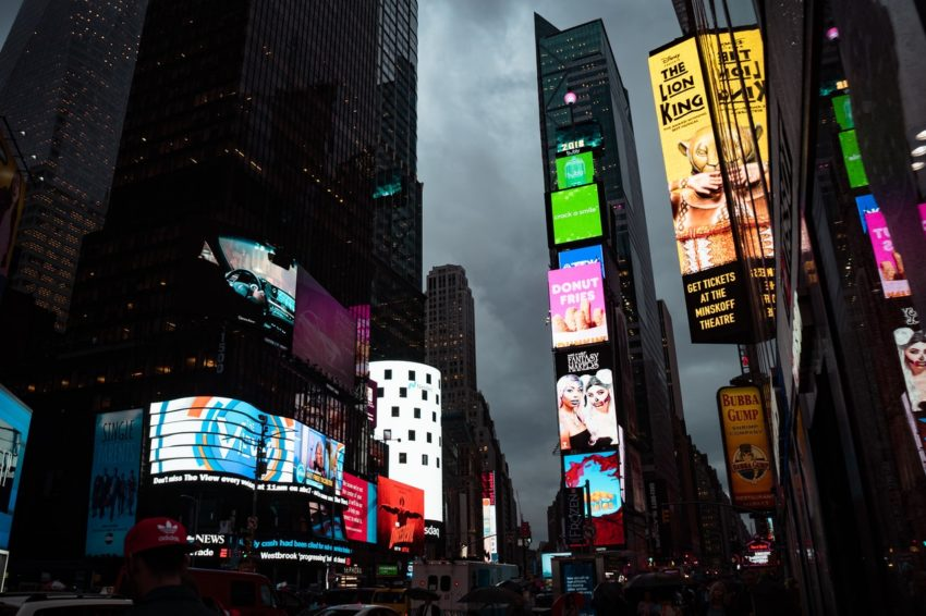 4 Benefits of Digital Signage for a Business